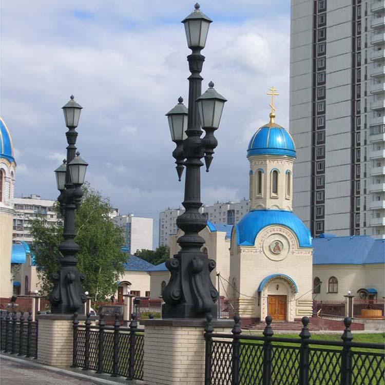 Фонари парадного входа храма. Орехово-Борисово