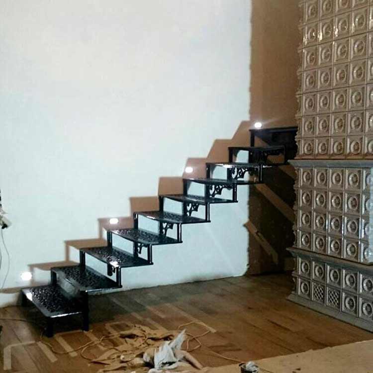Чугунная лестница на кронштейнах
