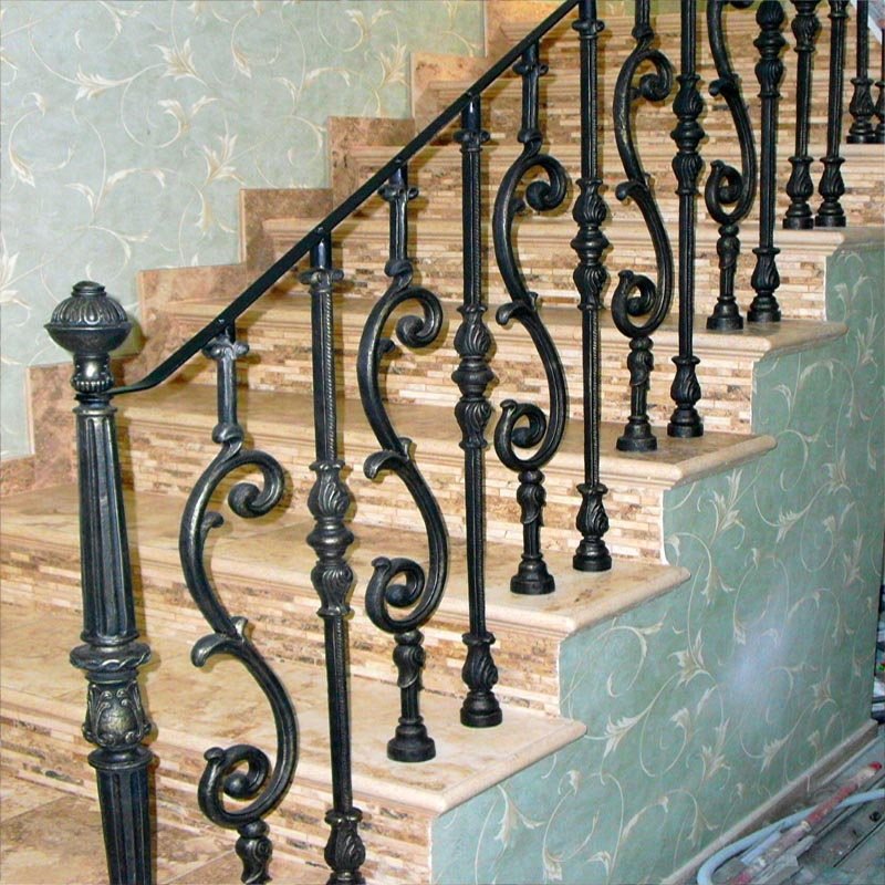 Чугунные ограждения лестницы