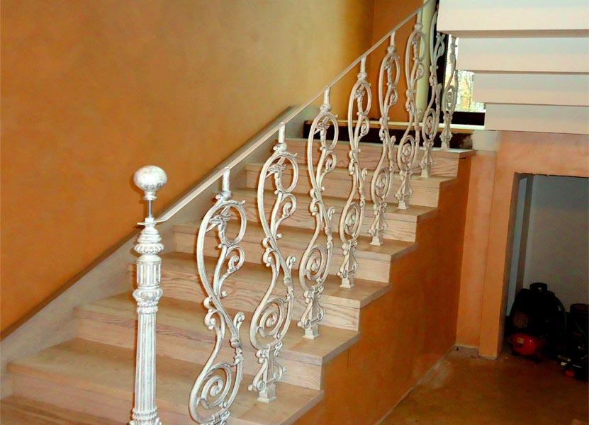 Чугунные перила для лестницы