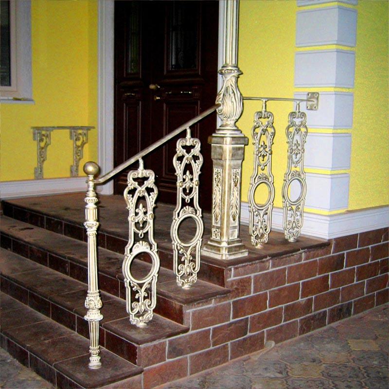 Ограждения лестниц балясинами