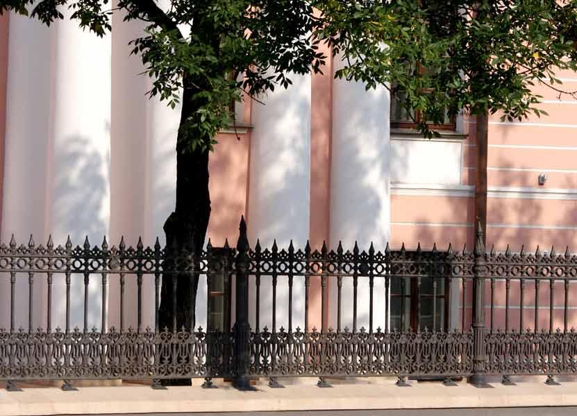 Литой забор из чугуна